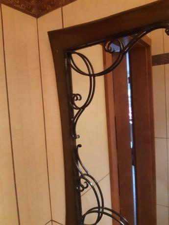 Drewniane lustro ze szprosami metalowymi