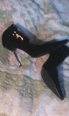 Продам шикарные туфли 38 размера