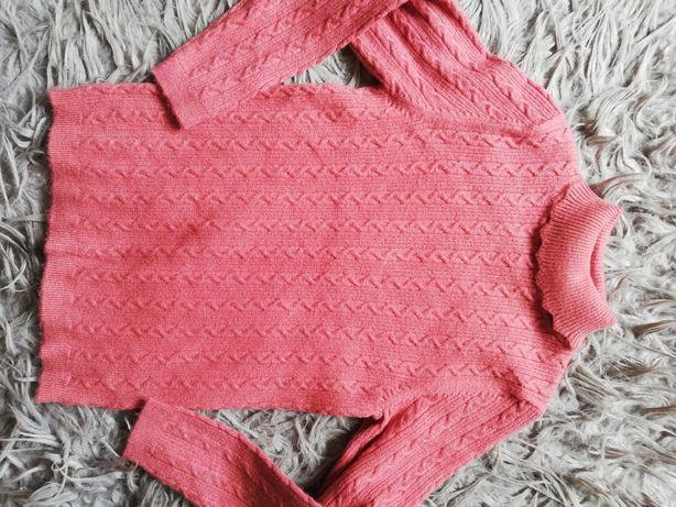 Śliczny sweterek golf dziewczęcy