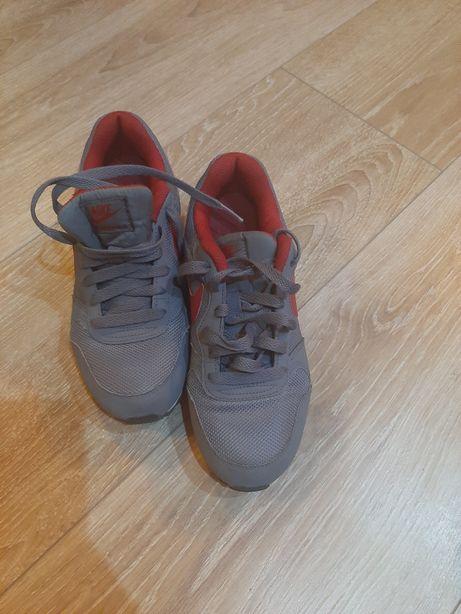 Buty sportowe damskie firmy Nike rozmiar 36