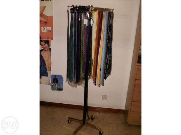 Expositor cintos / gravatas / peugas