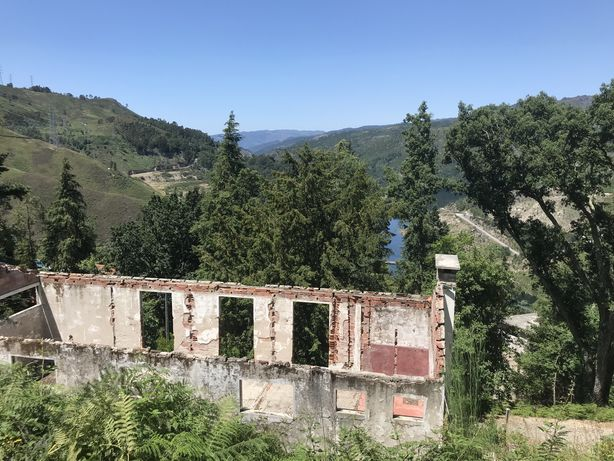 Moradia isolada no Gerês para reconstruir.  Vivenda