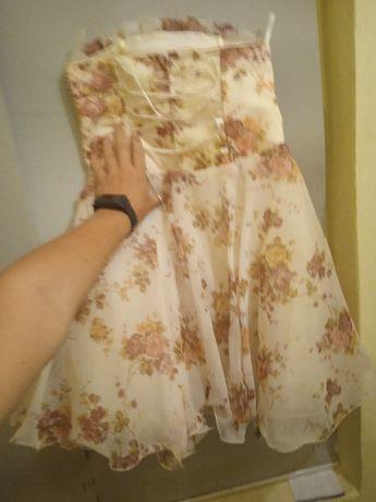 Платье нарядное примерно на 5-6лет