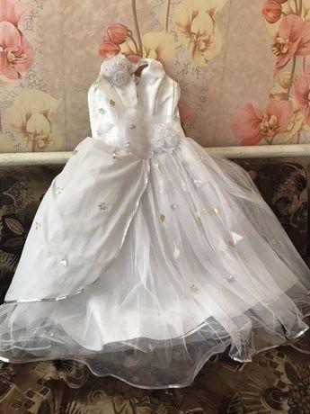 Выпуское белое платье.