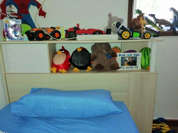 Mobilia de quarto criança com comoda garda fatos cama e testeira