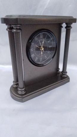 Часы настольные  кварцевые с будильником.