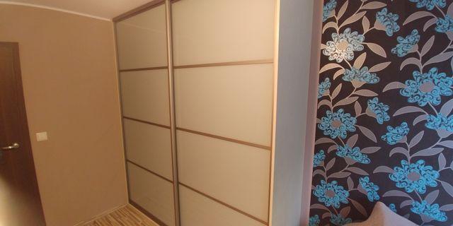 Sprzedam szafę z drzwiami przesuwnymi INDECO