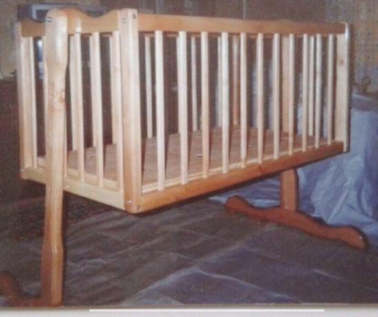 Кроватка детская из натурального дерева ольха. Ручная работа.