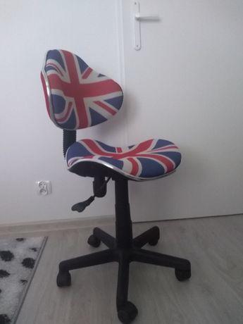 krzesło obrotowe do biurka dla dziecka idealne