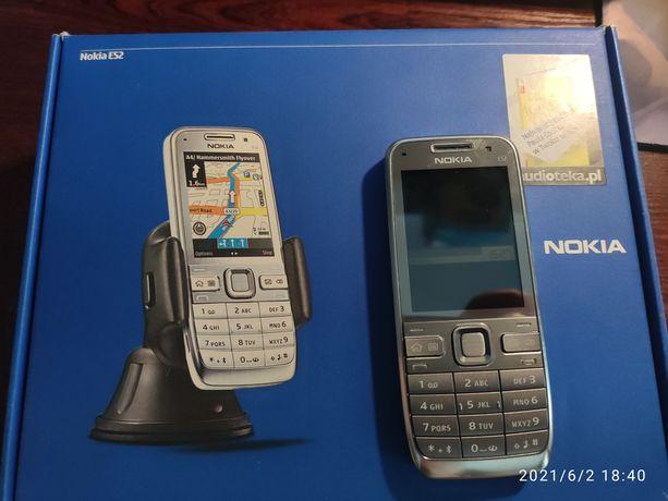 Nokia E52 + oryginalny uchwyt