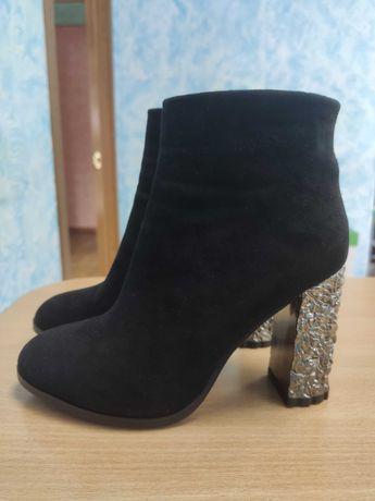 Продам новые зимние ботинки 35 размер