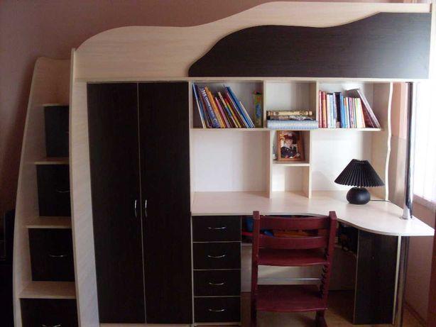 Кровать-чердак, шкаф, письменный стол
