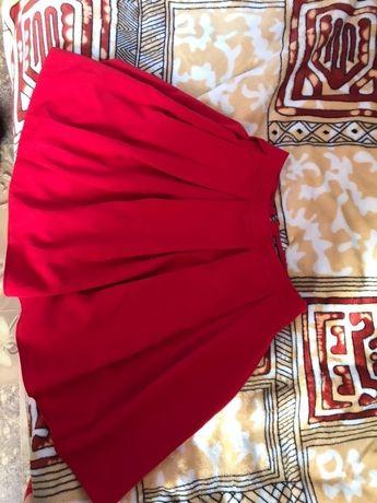 Червона спідниця