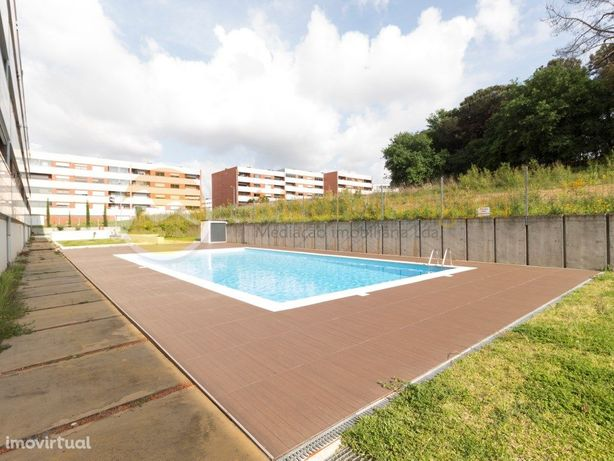 Apartamento T3 com piscina e zona de lazer
