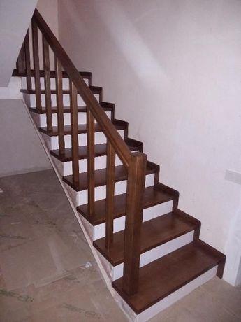 Монтаж деревянных лестниц, ступеней,балясин.