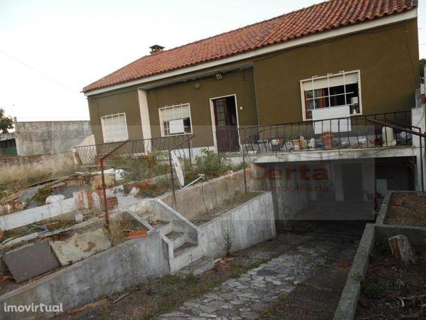 Alverca Moradia, R/C T3 + C/V T2 para Remodelação, em Lot...