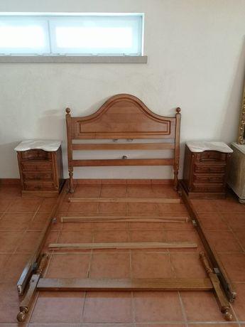 Mobília quarto: cama + mesinhas de cabeceira + cómoda