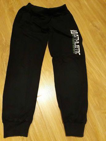 Spodnie dresowe rozmiar 146