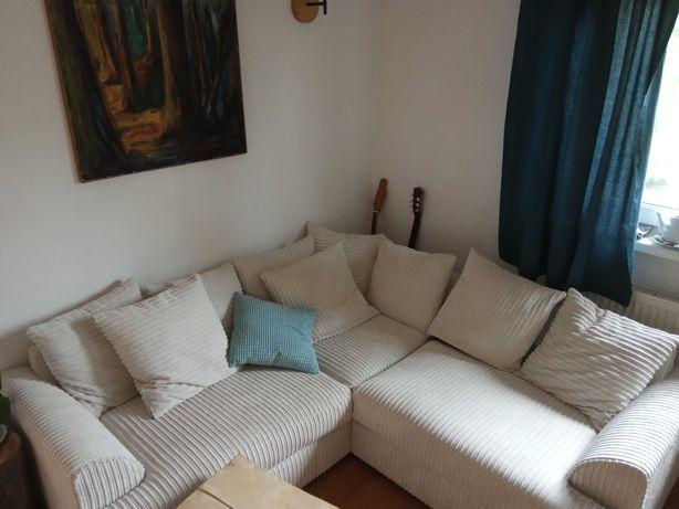 biała, sztruksowa sofa