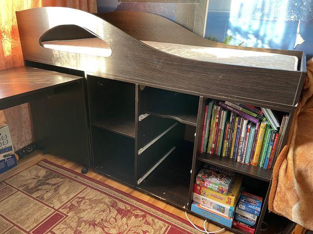 Кровать чердак детская или подростковая , с матрасом и столом