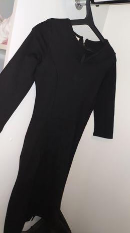 Чорна сукня з рукавами