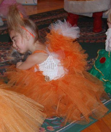 красивое нарядное платье наряд белки, лисы 3-4 года, 5 лет утренник