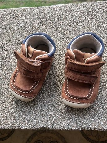 Пінетки, тапочки, черевички