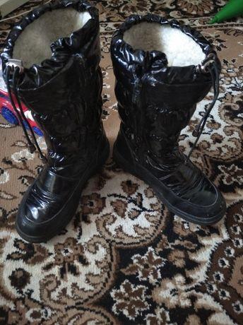 Продам зимние сапоги дутики на девочку,размер 34.
