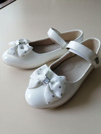 Туфли на девочку 34 размер.