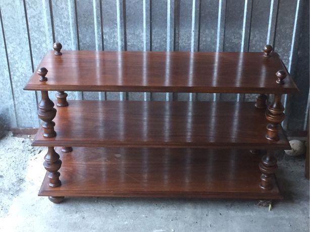 Drewniany niski regal, komoda
