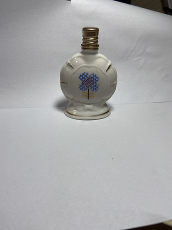 Коллекционная фарфоровая бутылочка от духов