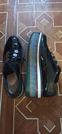 Лаковые туфли Zara на платформе.