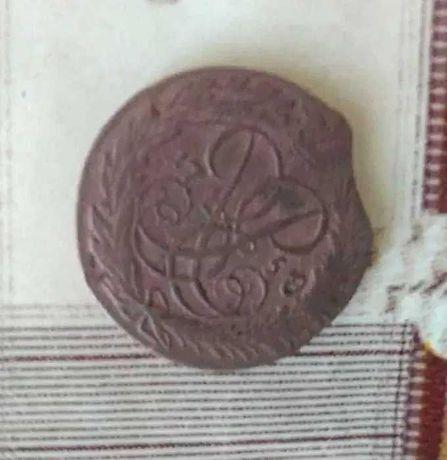 Старая медная монета. 2 копейки 1758 года
