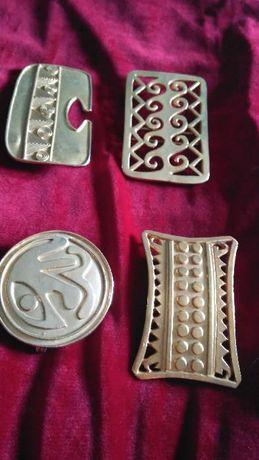 Fivelas douradas motivos romanos