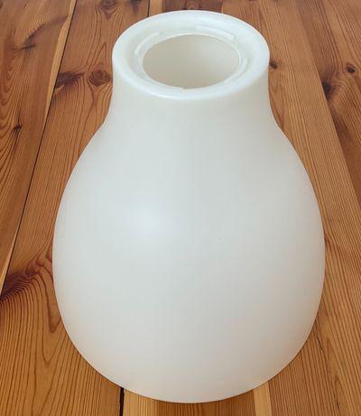 Biała lampa Ikea