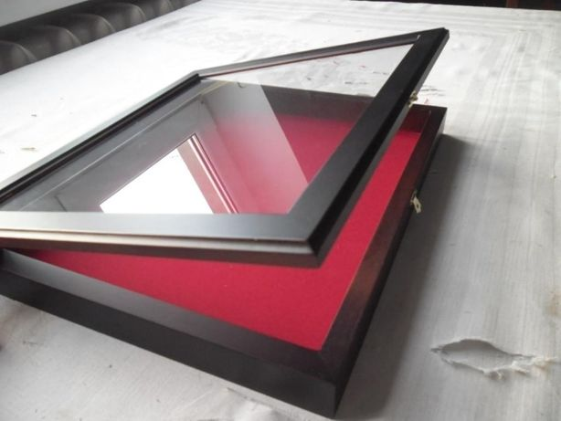 Рамка для експонатів 30х40 червона