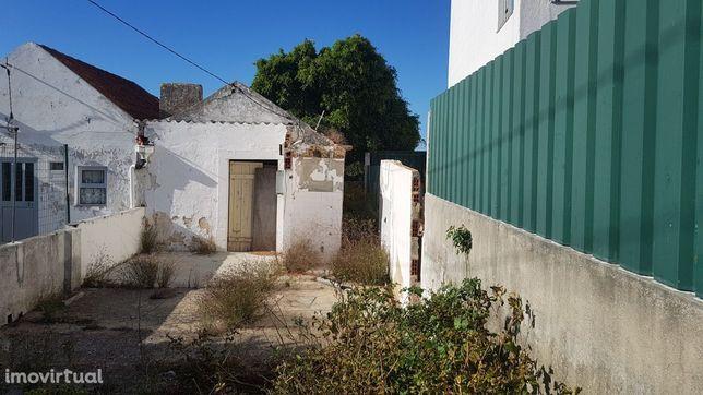 Casa de Campo para reabilitar na Aldeia do Meco