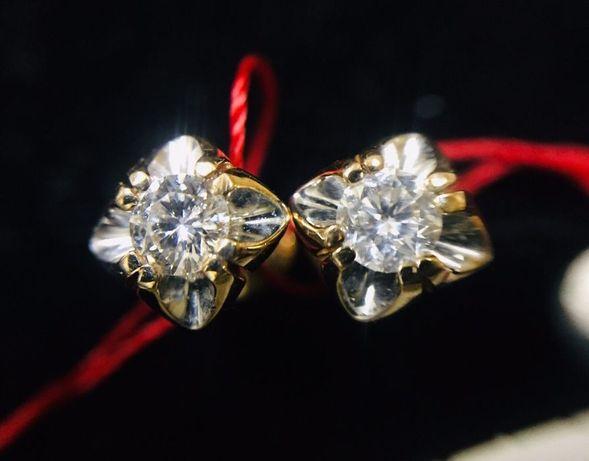 Золотые сережки серьги пусеты с натуральными Бриллиантами.