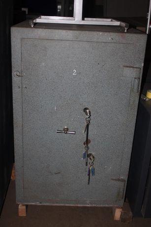 Продаю б.у сейф 5 класс защиты( сейф имеет 3 замка!)