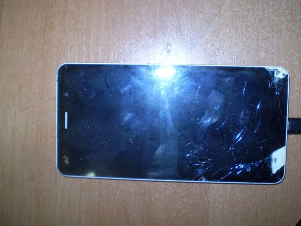 Смартфон Hisense, битый экран
