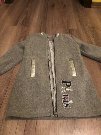 Продам стильне пальтішко для дівчинки у відмінному стані !