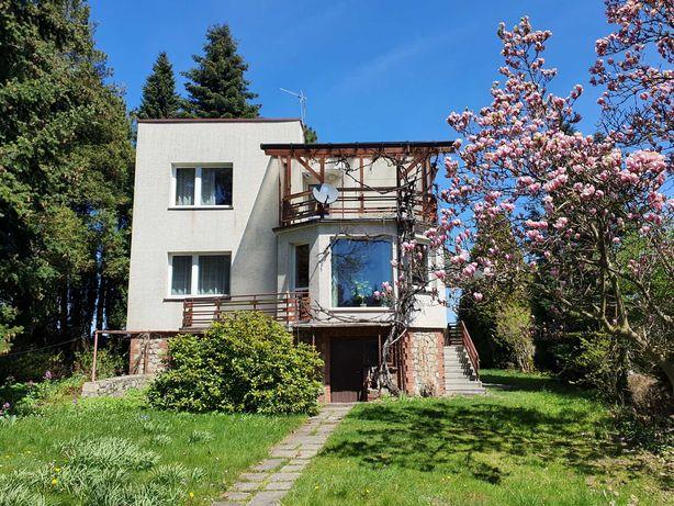 Dom jednopiętrowy z ogrodem w urokliwej okolicy