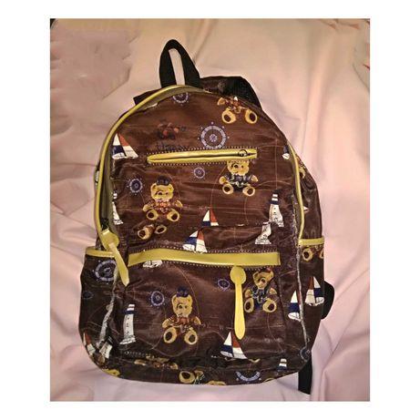Рюкзак тканевый с кожаными элементами.