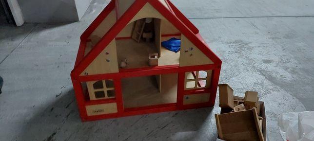 Casa de bonecos em madeira