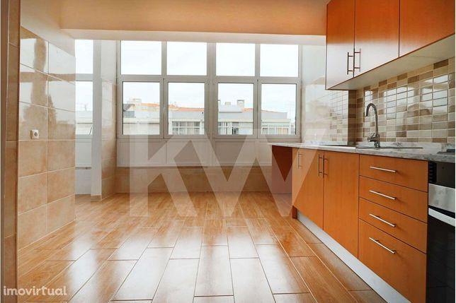 Apartamento T2 destinado a arrendamento com cozinha semi equipada e ex