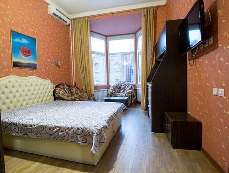 Однокомнатная квартира в центре ХАТОБ посуточно/почасово