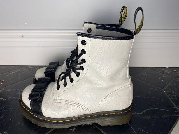 Белые ботинки Dr.Martens