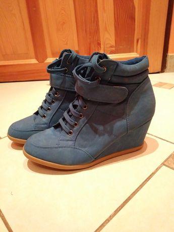 Śliczne chabrowe botki sneakersy