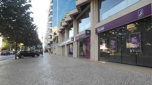 Aluga-se estacionamento junto ao metro da Praça de Espanha