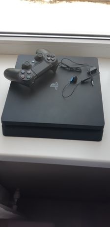 Sony Playstation 4 + три игры